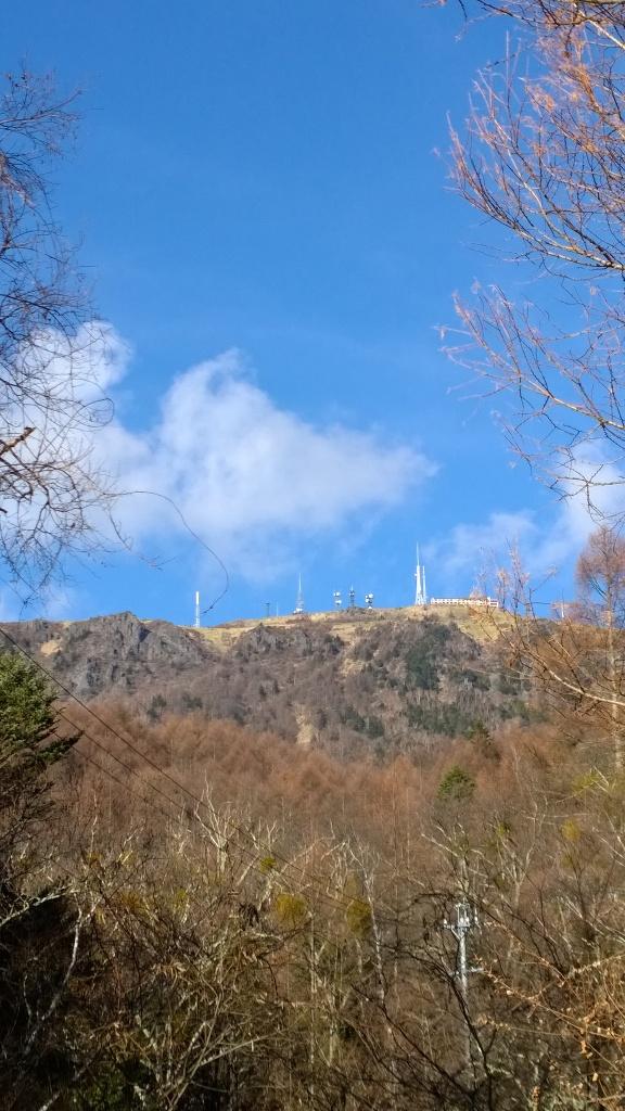 三城から望む美ヶ原王ヶ頭の電波塔