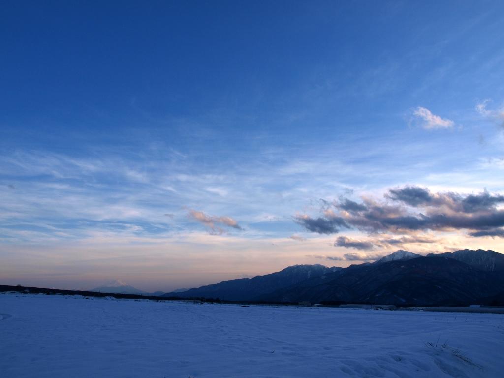 年の瀬の夕暮れ、立沢より富士山と南アルプス