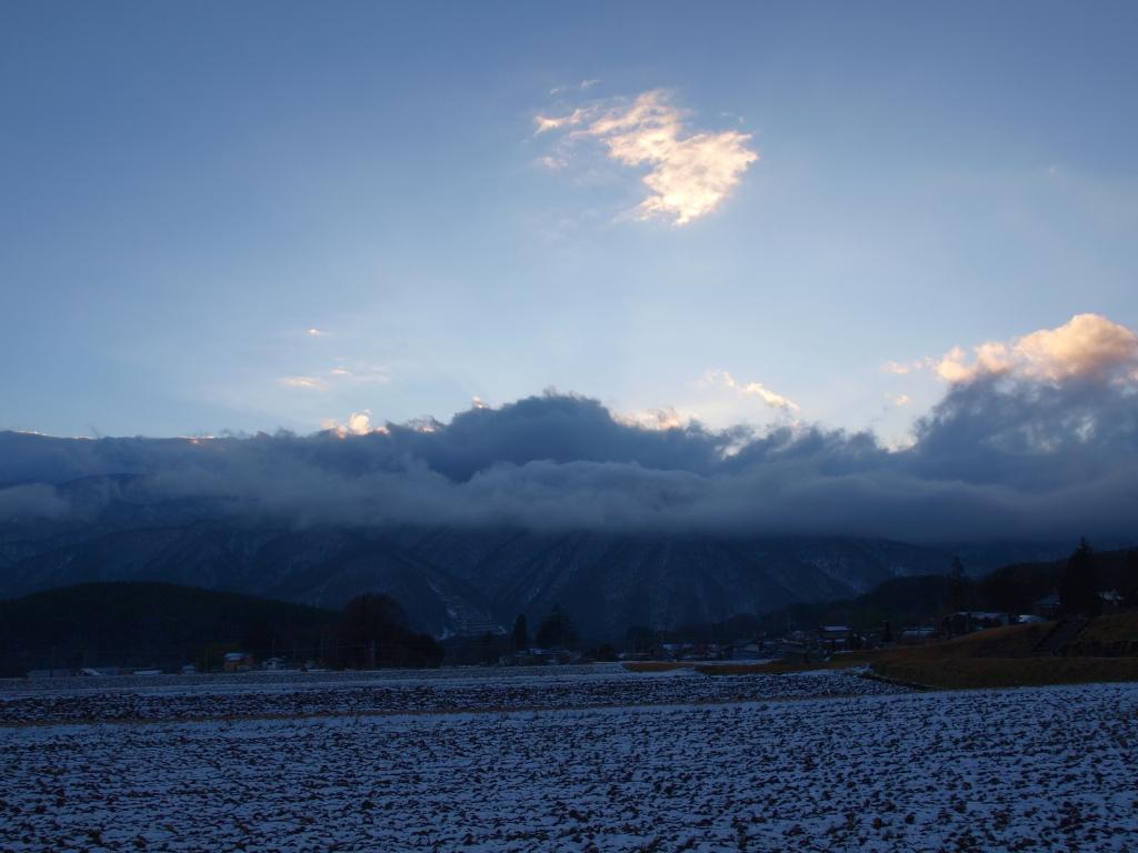 雪雲が垂れ込める年の瀬の南アルプス