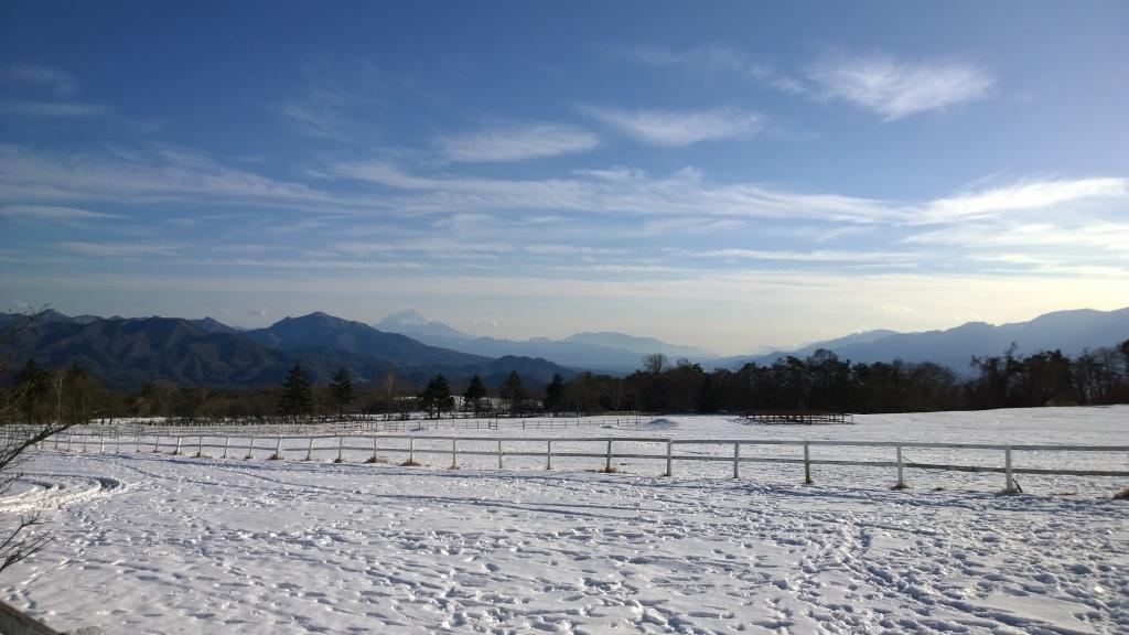 年の瀬の清泉寮より富士山を遠望