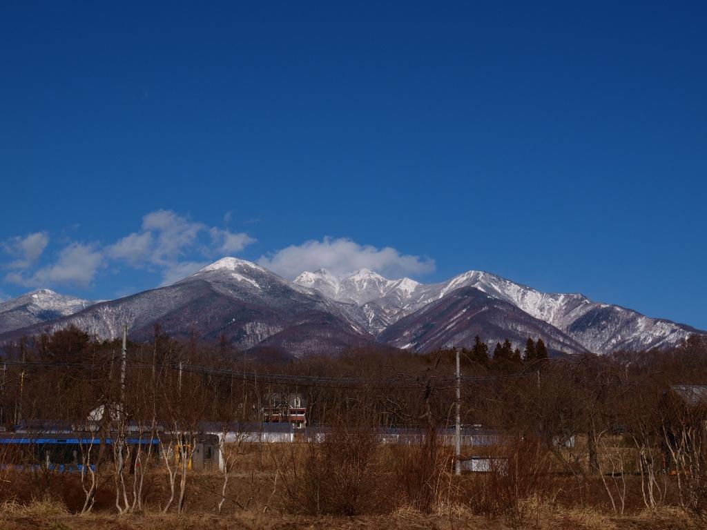 八ヶ岳ブルーと小海線ハイブリット列車