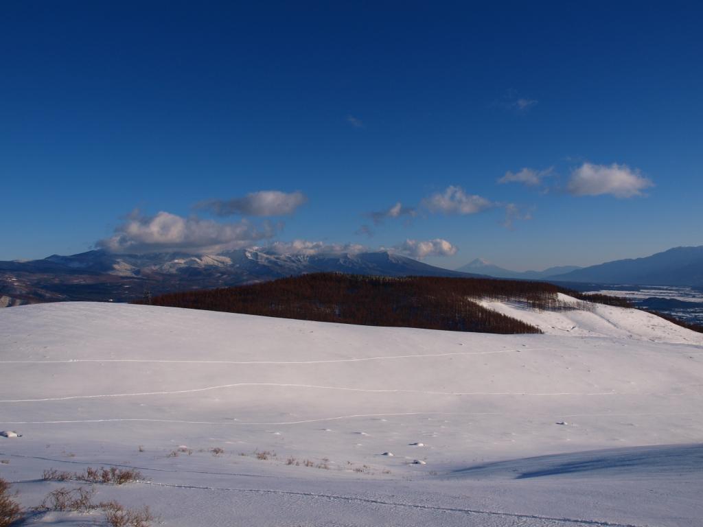 車山の雪原から八ヶ岳と富士山遠望