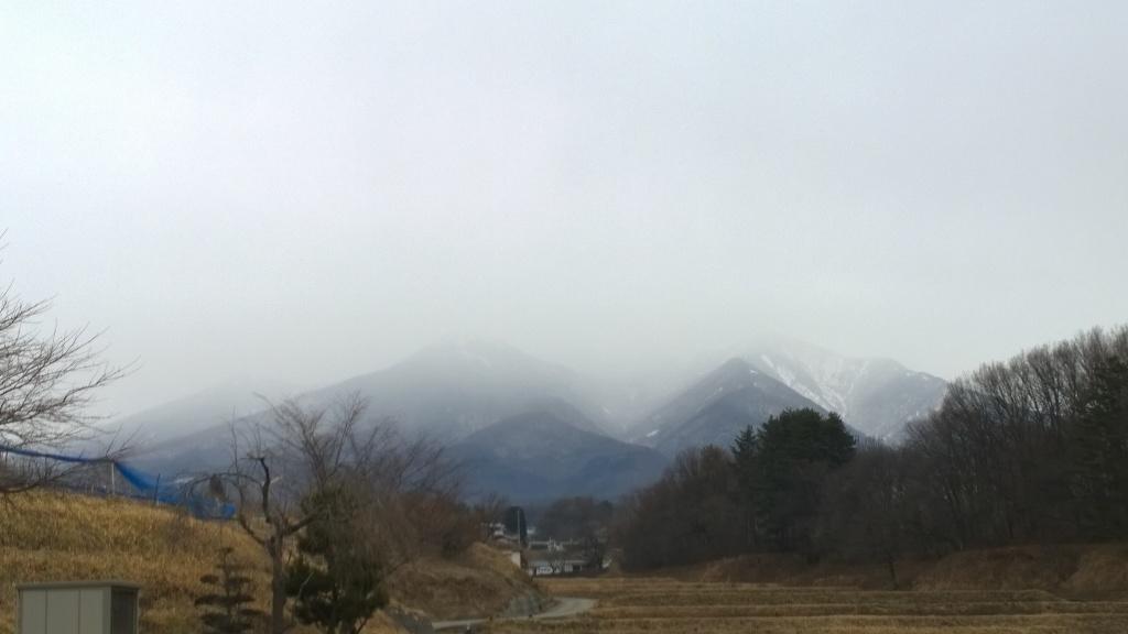 雪雲に隠れる八ヶ岳