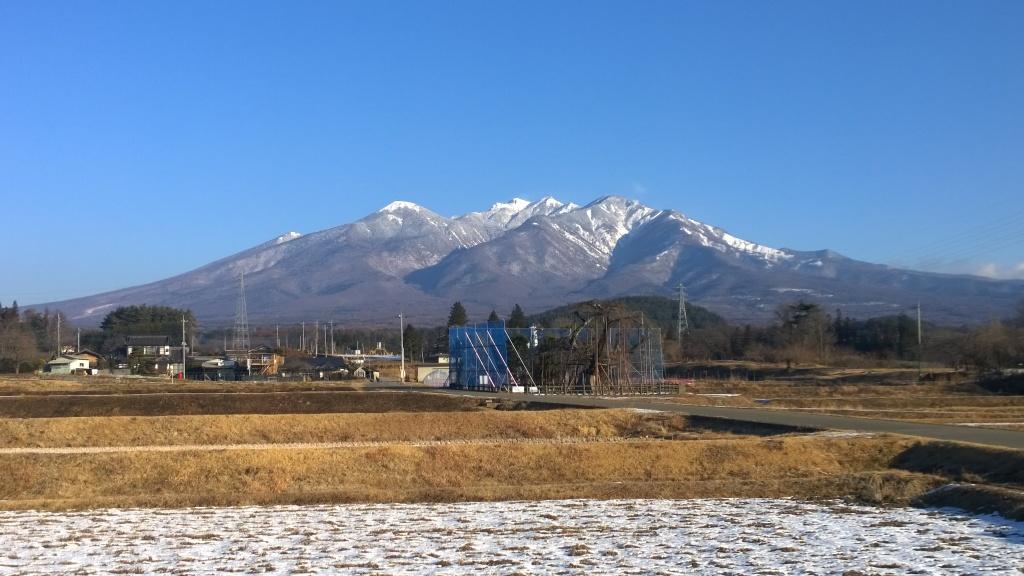 雪の合間、冬空の八ヶ岳