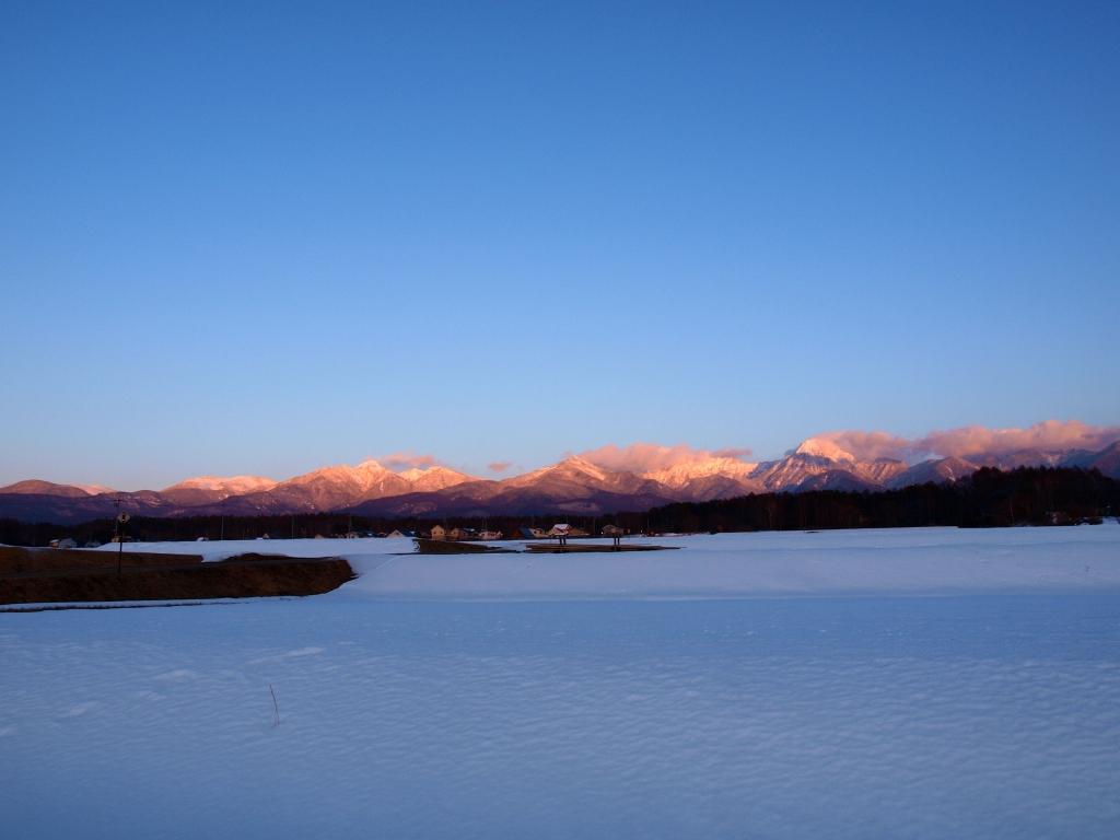 雪原と夕焼けの八ヶ岳連峰