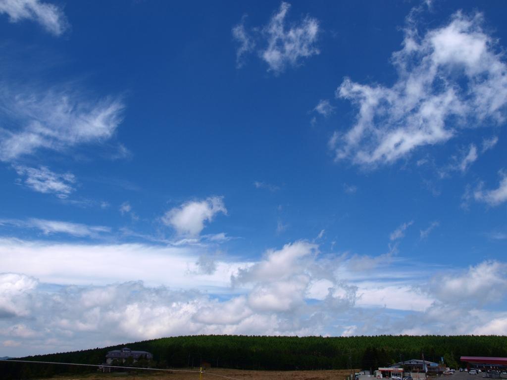 霧ヶ峰の青空