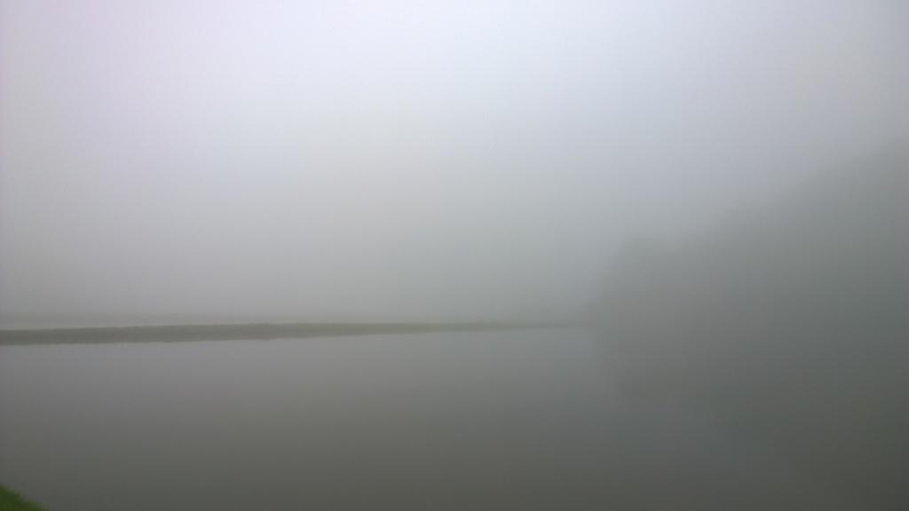 濃霧の朝2