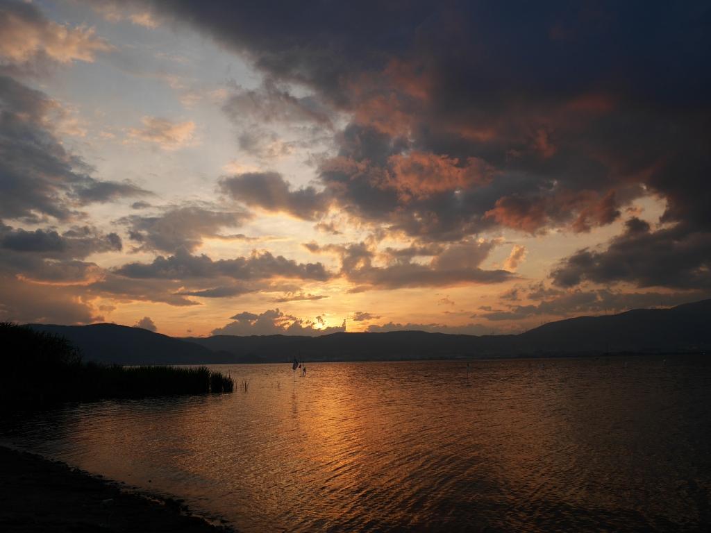 夕暮れの諏訪湖(LEICA DG Summilux 15mm f1.7)
