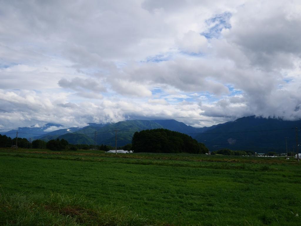 立沢から望む梅雨明けの南アルプス