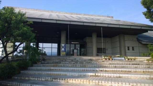 釈迦堂遺跡博物館外観