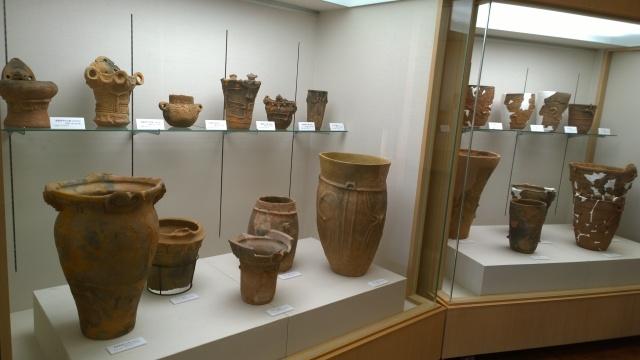 北杜市考古資料館のエントランス土器