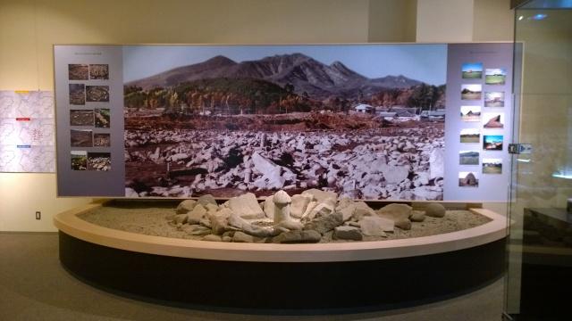 北杜市考古資料館の復元環状列石