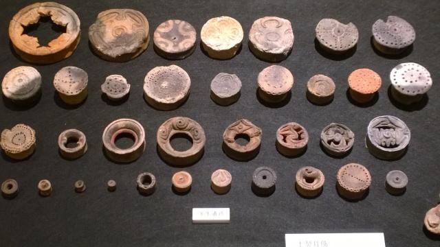 北杜市考古資料館の粘土耳飾り