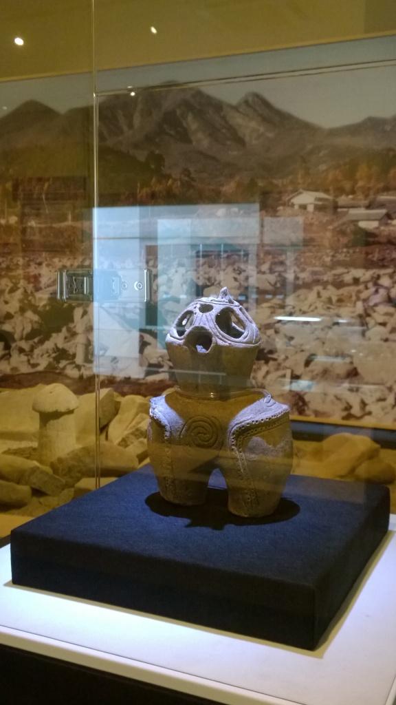 北杜市考古資料館の中空土偶1