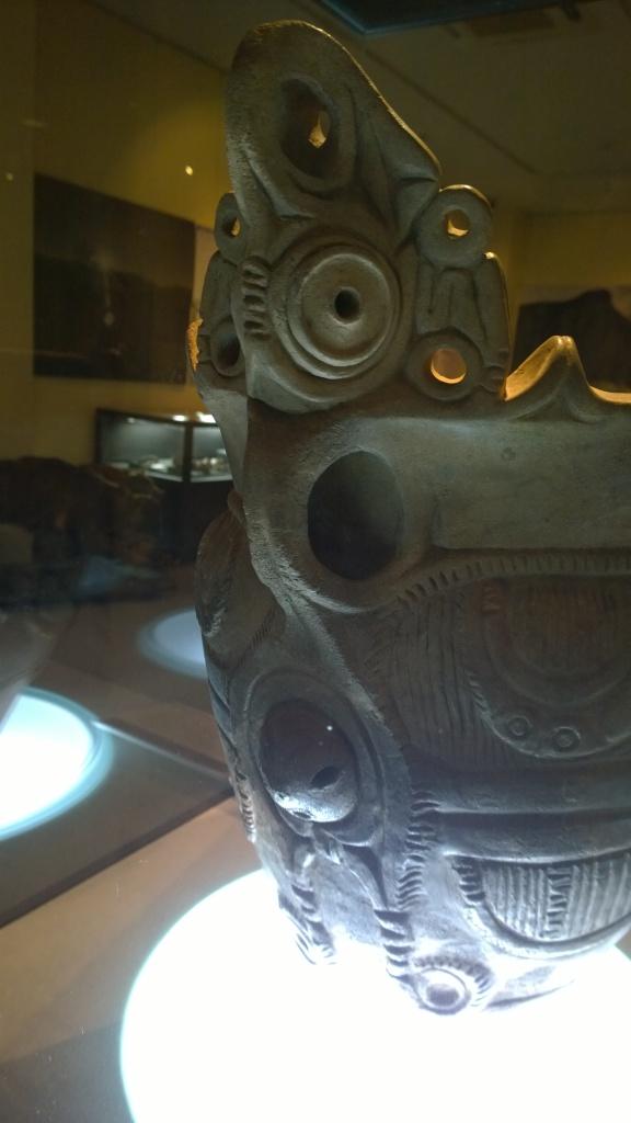 北杜市考古資料館の顔面把手付深鉢2