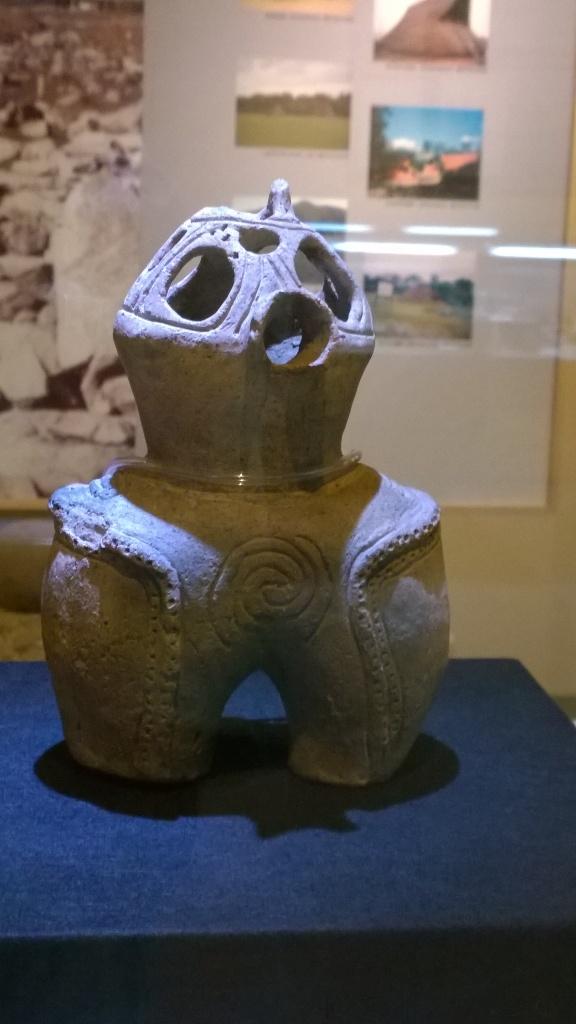 北杜市考古資料館の中空土偶2