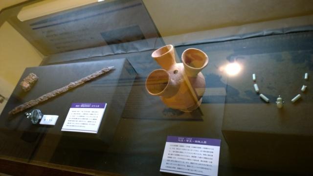 北杜市考古資料館の三口台付壺