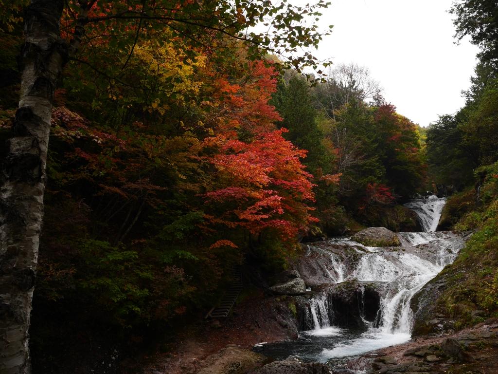 曇天のおしどり隠しの滝1