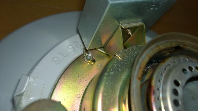 レインボーストーブの芯調整器ネジ3