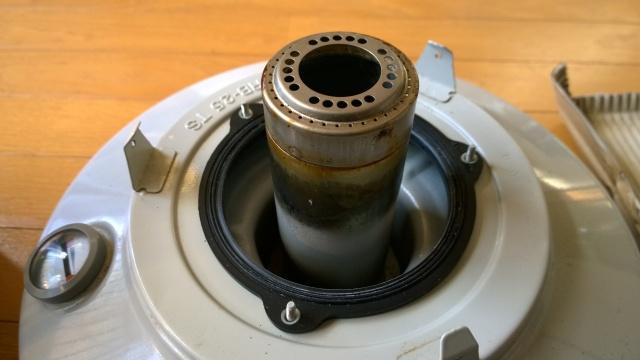 しん調整器を取り外したレインボーストーブの本体
