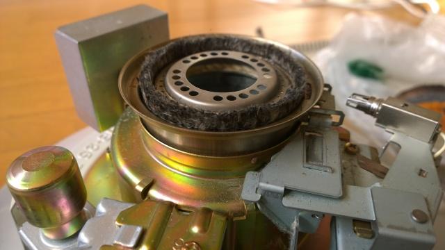 芯を交換した後のレインボーストーブの燃焼部