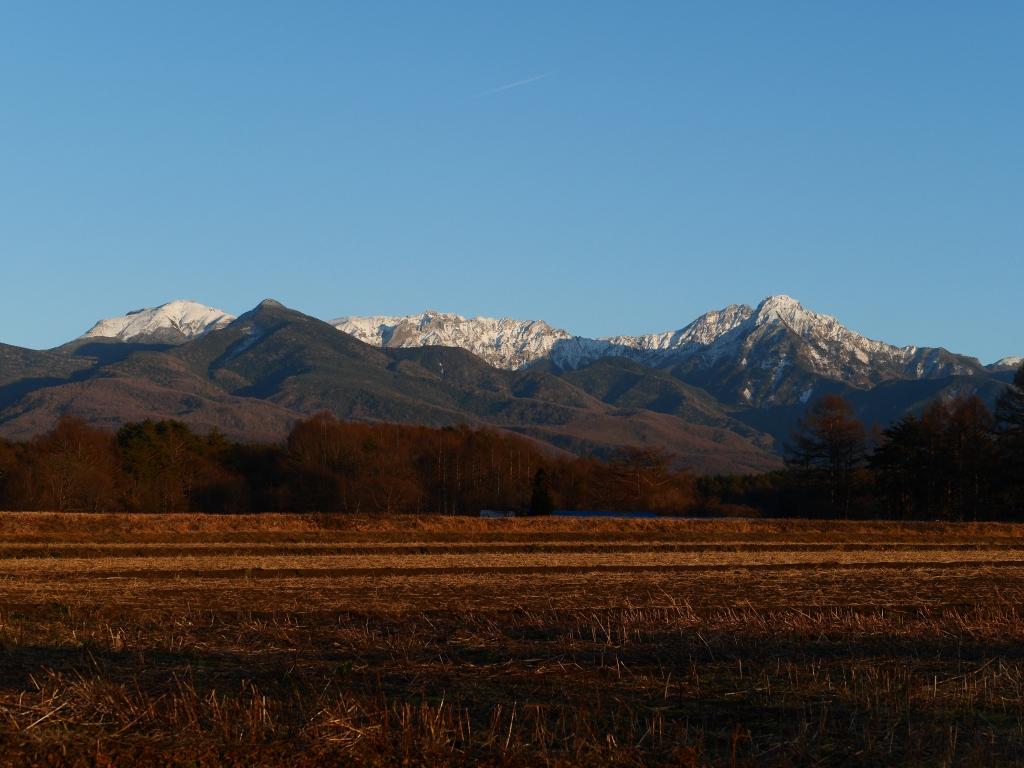 雪の少ない夕暮れの八ヶ岳1