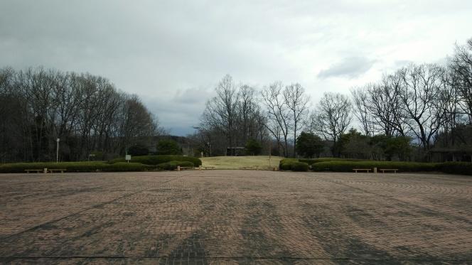 天正壬午の乱対峙の地は静かな農村公園として(須玉の若神子城跡)