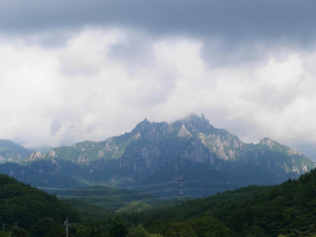 夏の雲間に瑞牆山