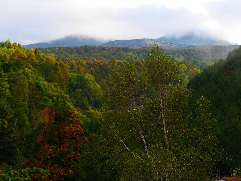 秋の朝、明治温泉から蓼科山