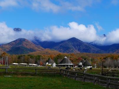 秋色に染まる八ヶ岳を実践大学校より