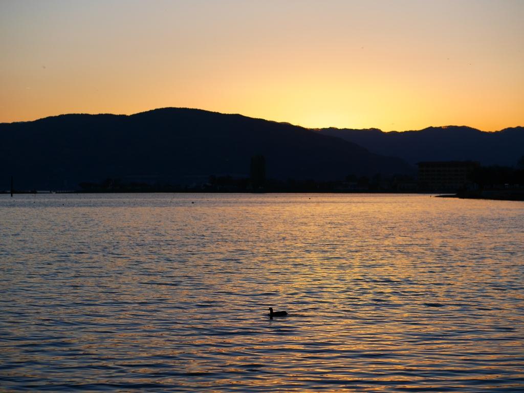 日暮れの諏訪湖