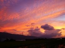 沸き立つ雲と色付く夕暮れ6