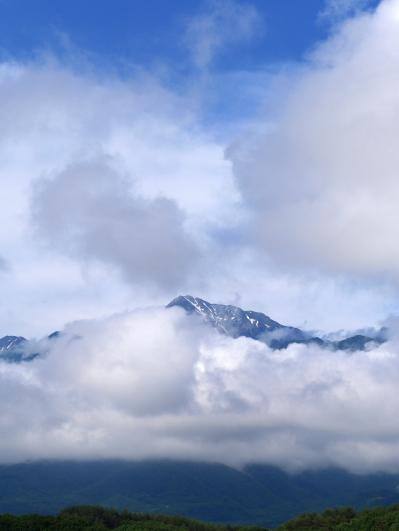 雲が切れ始めた甲斐駒
