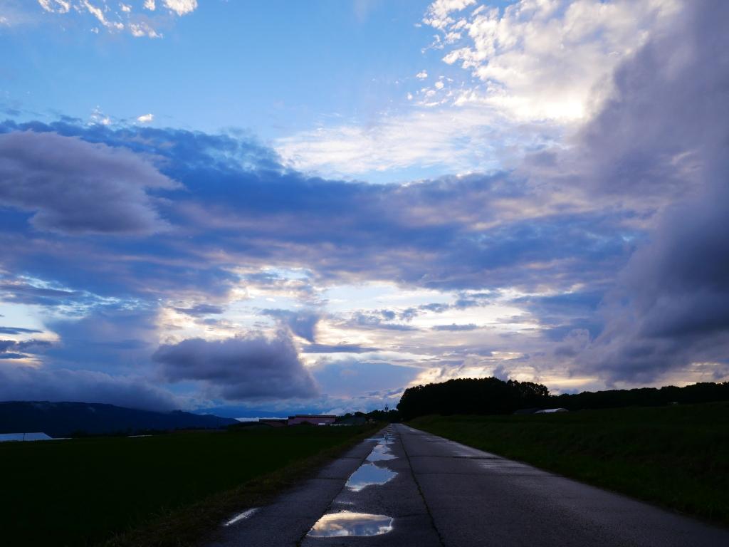 梅雨の夕景_雲の天井が開いた後