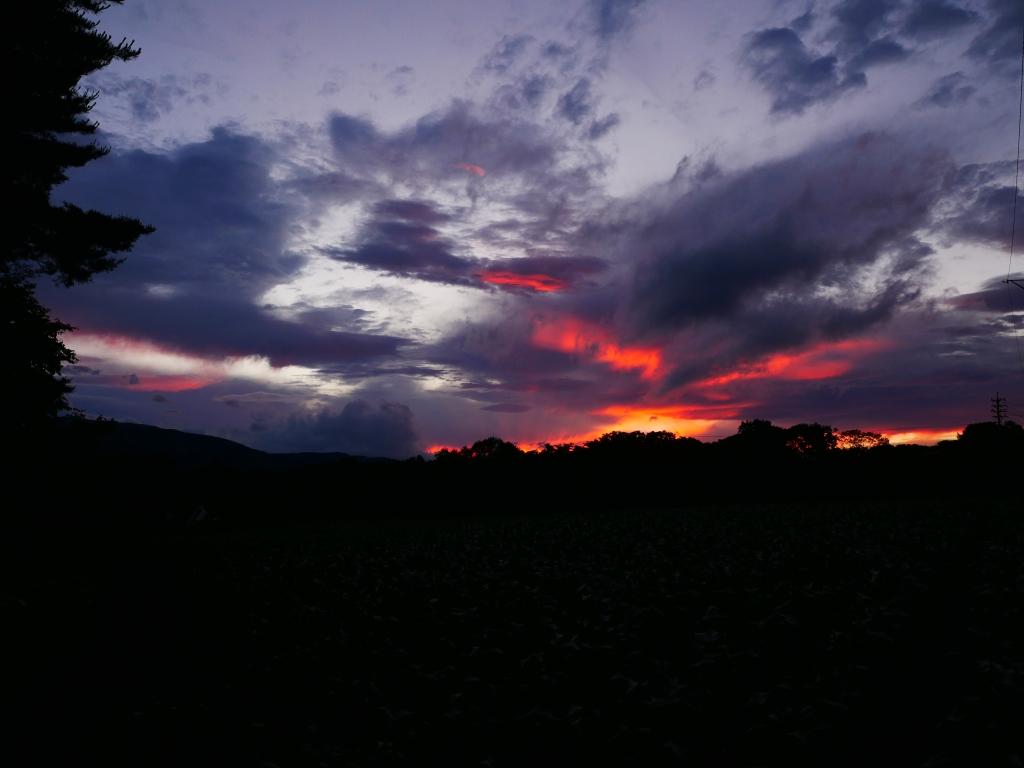 梅雨の夕景_雲を焦がす夕暮れ