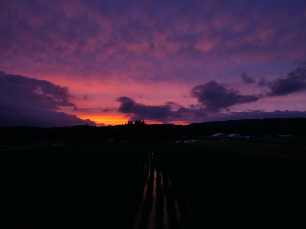 梅雨の夕景_空を染める朱2
