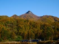 秋色の男山と小海線