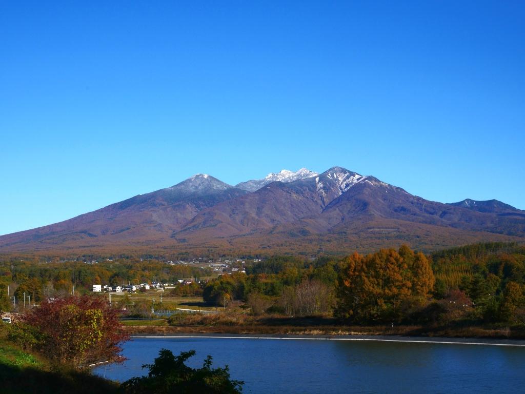 冠雪した晩秋の八ヶ岳