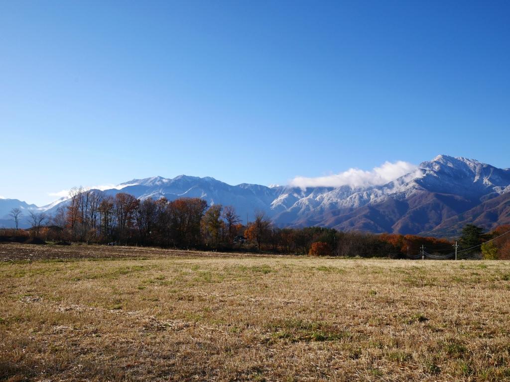 紅葉と冠雪する甲斐駒2