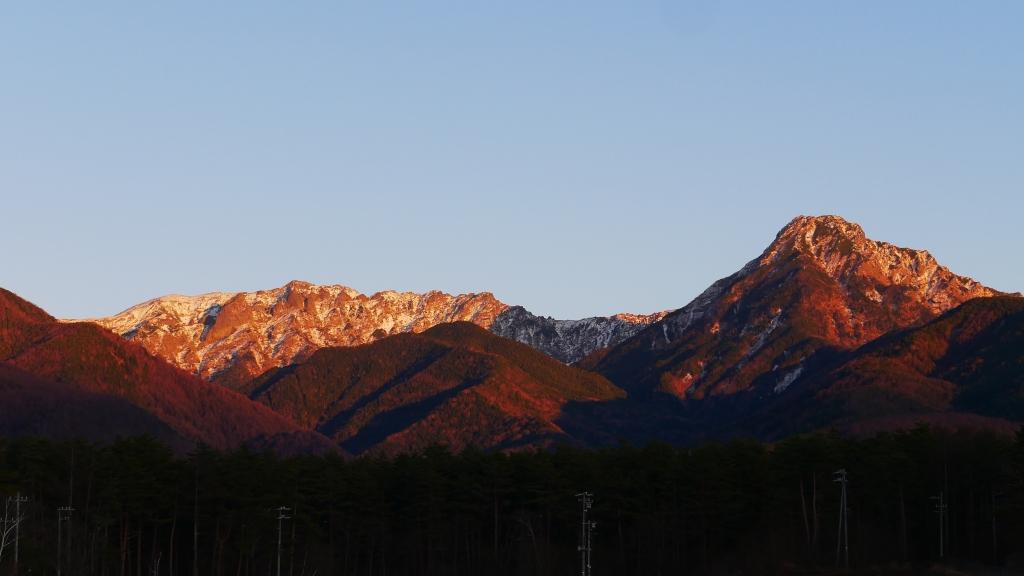 夕暮れに染まる八ヶ岳