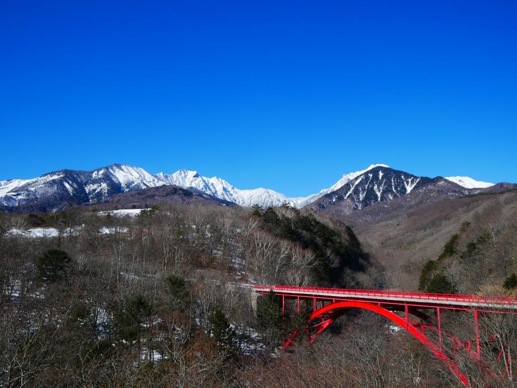 東沢大橋と雪の八ヶ岳